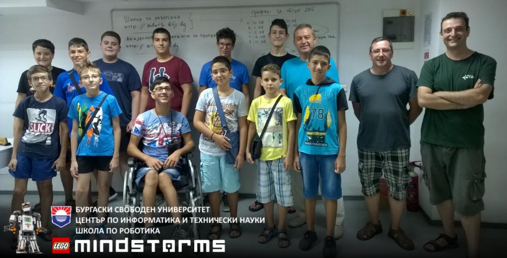 Ученици от школата по роботика през АВГУСТ